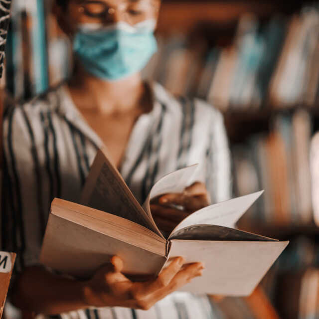Five books to understand... a pandemic