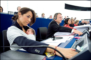 Licia Ronzulli voting with her 1 month old daughter